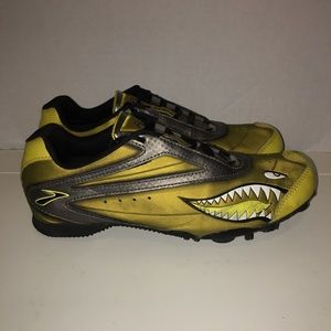 Men's Brook Surge track spikes